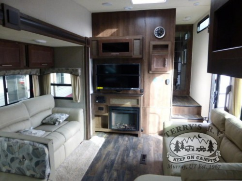WildCat Maxx 285RKX Fifth Wheel Interior