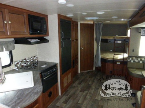 Heartland Wilderness 2850BH Travel Trailer Interior