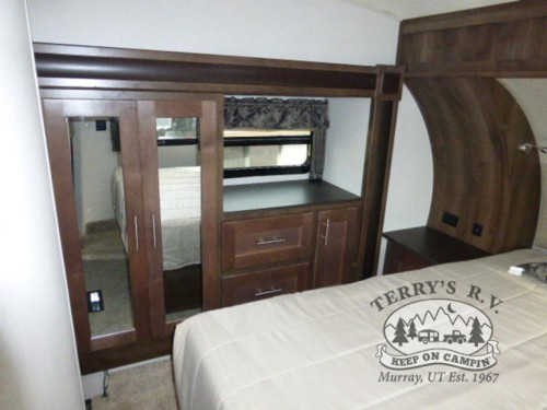 WildCat Maxx 285RKX Fifth Wheel Bedroom