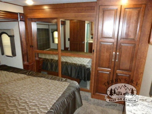 Keystone Avalanche Fifth Wheel Bedroom