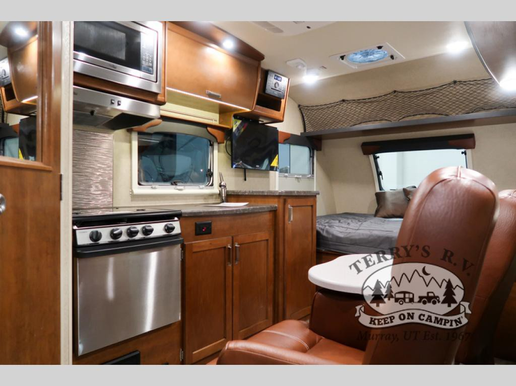 Lance Lance Travel Trailers living