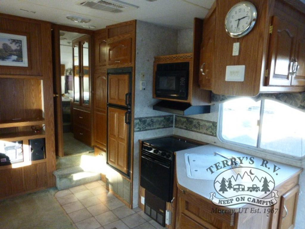 Terrys 199 RVS Keystone Cougar kitchen